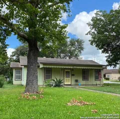 402 Wallace St, Seguin, TX 78155 (MLS #1543831) :: JP & Associates Realtors
