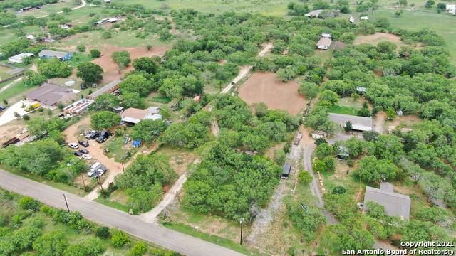 17540 Shady Falls Rd, Elmendorf, TX 78112 (MLS #1543848) :: The Castillo Group