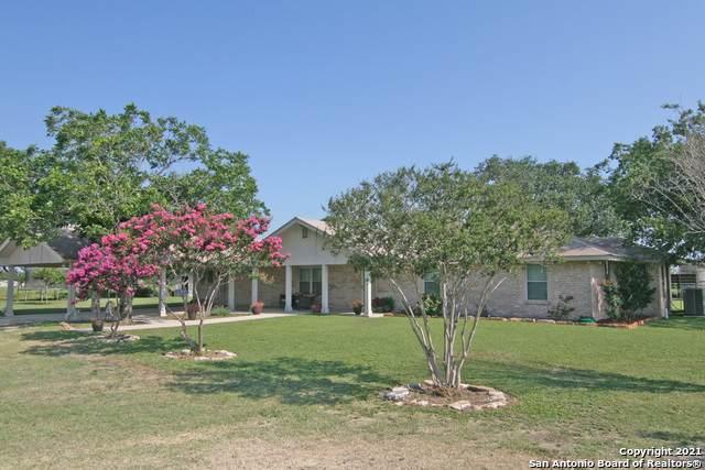 1838 Highway 173, Devine, TX 78016 (MLS #1543901) :: Carolina Garcia Real Estate Group