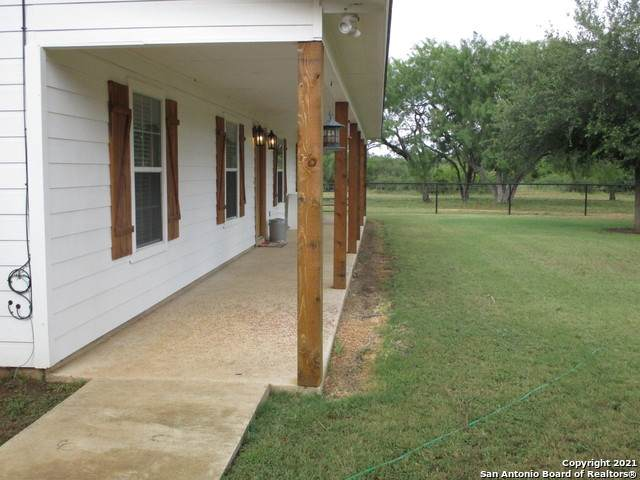 6116 S Interstate 35, Pearsall, TX 78061 (MLS #1544399) :: The Glover Homes & Land Group
