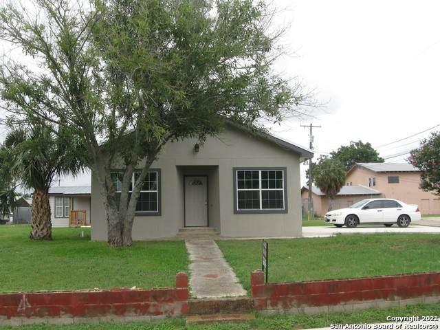 201 Miller, Natalia, TX 78059 (MLS #1545105) :: The Lopez Group
