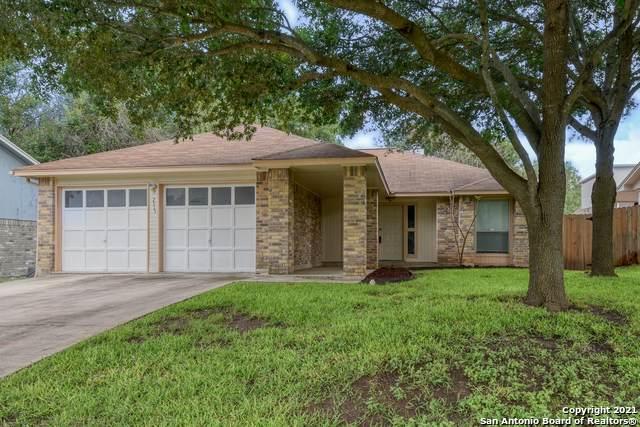 7915 Forest Crossing, Live Oak, TX 78233 (MLS #1545338) :: The Gradiz Group