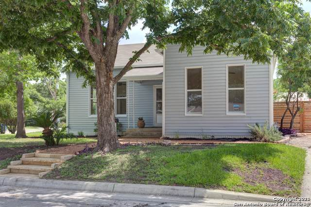 284 N Mesquite Ave, New Braunfels, TX 78130 (#1545426) :: The Perry Henderson Group at Berkshire Hathaway Texas Realty