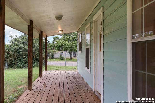 611 N Meerscheidt St, Dilley, TX 78017 (MLS #1545490) :: ForSaleSanAntonioHomes.com