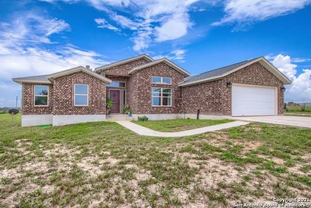 149 Lakeview Cir, La Vernia, TX 78121 (#1545670) :: The Perry Henderson Group at Berkshire Hathaway Texas Realty