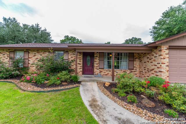 1705 Hickory Cir, Floresville, TX 78114 (MLS #1545728) :: REsource Realty