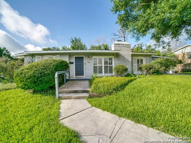 916 Morningside Dr, Terrell Hills, TX 78209 (MLS #1545745) :: Concierge Realty of SA