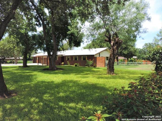 715 Cantrell Ave, Jourdanton, TX 78026 (MLS #1546014) :: The Lopez Group