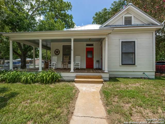 801 Live Oak St, Pleasanton, TX 78064 (MLS #1546194) :: Carter Fine Homes - Keller Williams Heritage