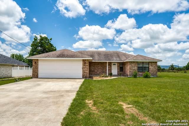 233 Edgewood Dr, Bandera, TX 78003 (#1546213) :: Zina & Co. Real Estate