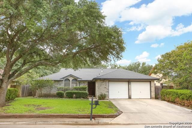 2822 Burning Log St, San Antonio, TX 78247 (#1546334) :: The Perry Henderson Group at Berkshire Hathaway Texas Realty