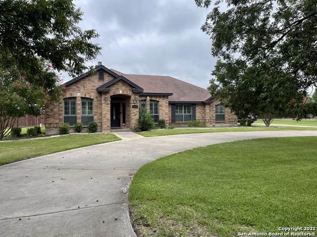 109 Greenbriar Ln, Uvalde, TX 78801 (#1546797) :: The Perry Henderson Group at Berkshire Hathaway Texas Realty