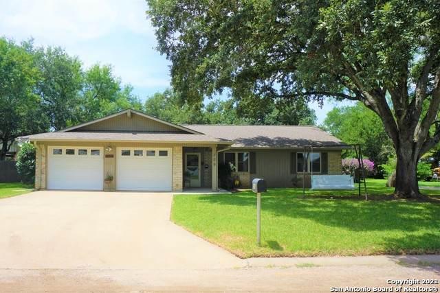 309 Nicolet Ave, Jourdanton, TX 78026 (MLS #1546820) :: The Lopez Group