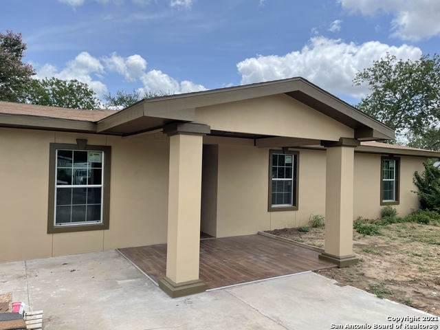 111 Ohio St, Carrizo Springs, TX 78834 (MLS #1546971) :: Exquisite Properties, LLC