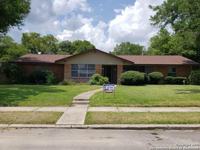 307 Pinewood Ln, San Antonio, TX 78216 (MLS #1547096) :: The Gradiz Group