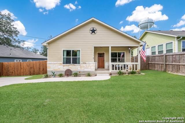 419 W Hunt St, Pleasanton, TX 78064 (MLS #1547206) :: Carter Fine Homes - Keller Williams Heritage