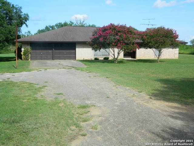 104 Oak Park Rd, Adkins, TX 78101 (MLS #1547277) :: Carolina Garcia Real Estate Group