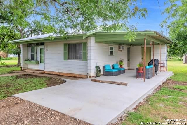 406 Hackberry St, Bandera, TX 78003 (MLS #1547313) :: Exquisite Properties, LLC