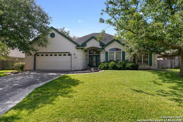 837 Crown Cir, New Braunfels, TX 78130 (MLS #1547348) :: Tom White Group
