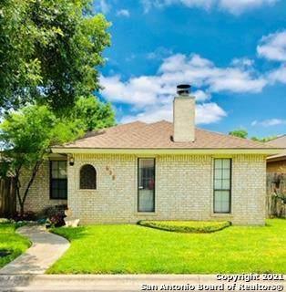 628 Glennwood Dr, Uvalde, TX 78801 (MLS #1547601) :: The Gradiz Group