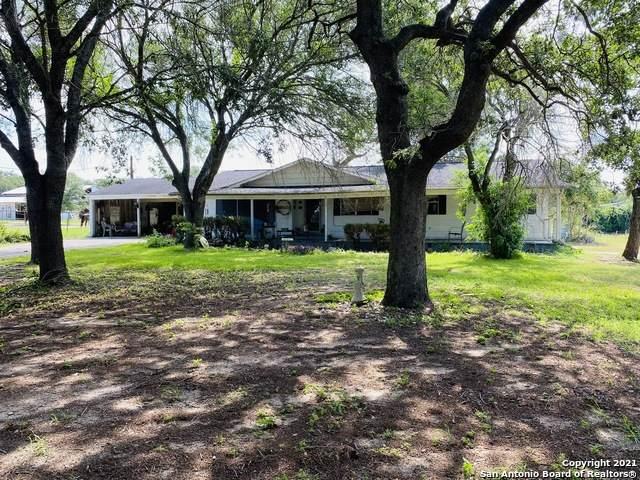 136 Rolling Hills Dr, La Vernia, TX 78114 (MLS #1547624) :: The Lopez Group