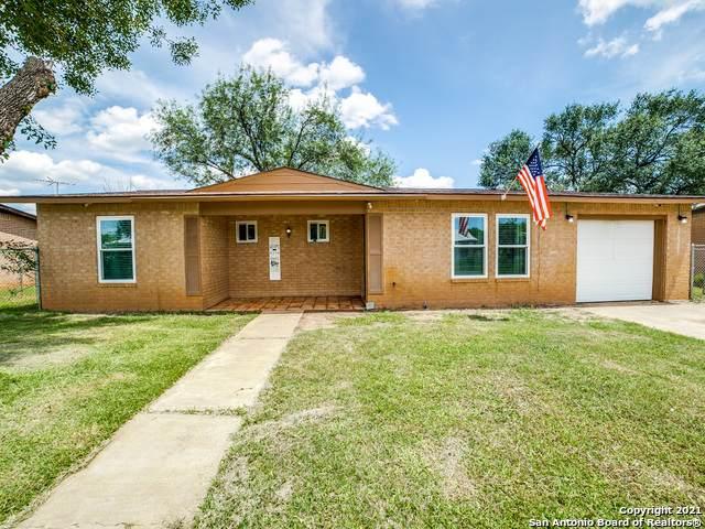908 Orange St, Jourdanton, TX 78026 (MLS #1547728) :: REsource Realty