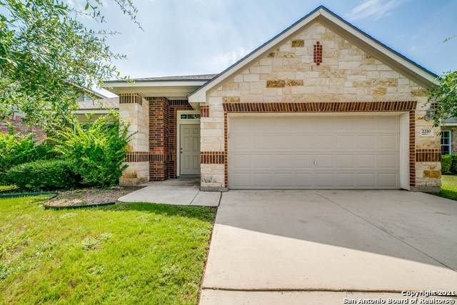 2210 Loska Manor, San Antonio, TX 78251 (#1547924) :: The Perry Henderson Group at Berkshire Hathaway Texas Realty