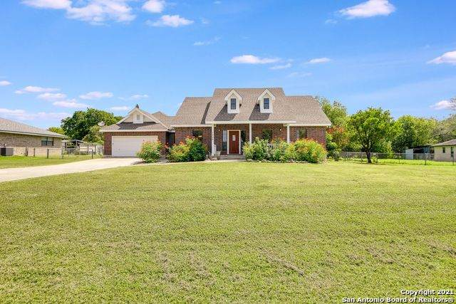 1320 Trail Bluff Dr, New Braunfels, TX 78132 (#1548236) :: Zina & Co. Real Estate