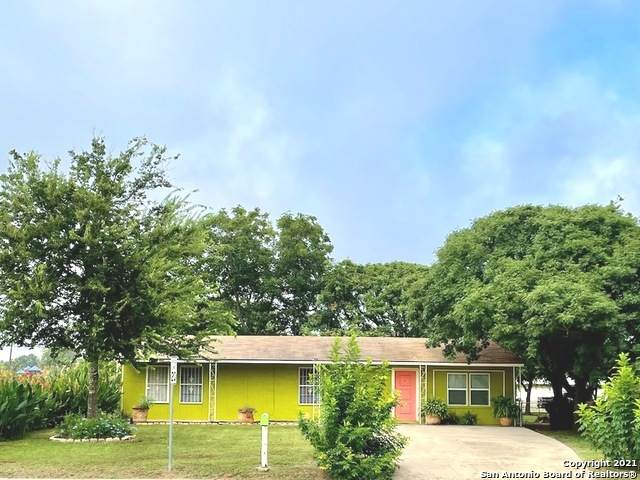 320 Margo Dr, Pearsall, TX 78061 (MLS #1548270) :: Santos and Sandberg