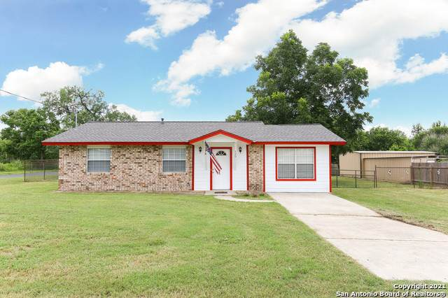 720 E Westmeyer St, Poth, TX 78147 (MLS #1548333) :: The Real Estate Jesus Team