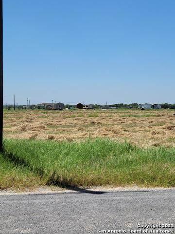 713 County Road 5715, Natalia, TX 78059 (MLS #1548378) :: Carter Fine Homes - Keller Williams Heritage