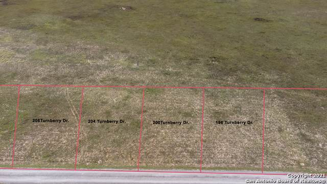 196 Turnberry Dr, La Vernia, TX 78121 (MLS #1548519) :: Phyllis Browning Company