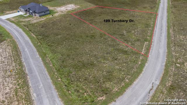 199 Turnberry Dr, La Vernia, TX 78121 (MLS #1548520) :: Phyllis Browning Company