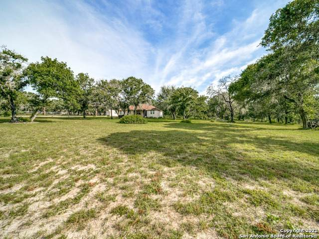 727 Fuller Ln, Adkins, TX 78101 (MLS #1548615) :: Carolina Garcia Real Estate Group