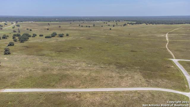208 Turnberry Dr, La Vernia, TX 78121 (MLS #1548666) :: Alexis Weigand Real Estate Group