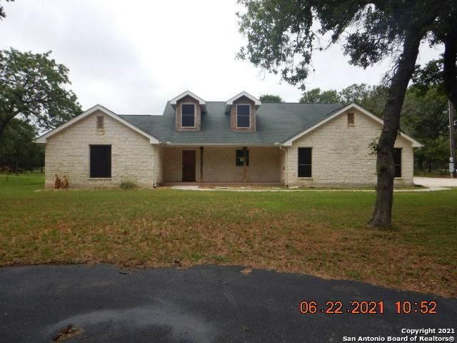 2749 County Road 319, La Vernia, TX 78121 (MLS #1548731) :: NewHomePrograms.com