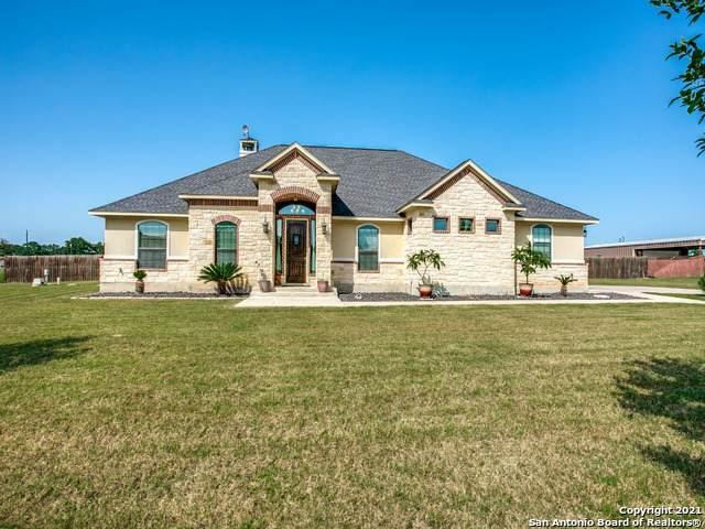 109 S Abrego Crossing, Floresville, TX 78114 (#1548771) :: Zina & Co. Real Estate