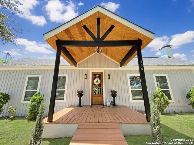 506 Fullerton Dr, Devine, TX 78016 (MLS #1548834) :: Carolina Garcia Real Estate Group