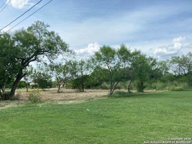 000 Willow St, Jourdanton, TX 78026 (MLS #1548872) :: Santos and Sandberg