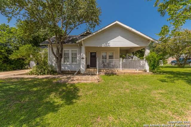 1906 3RD ST, Floresville, TX 78114 (MLS #1549097) :: Tom White Group