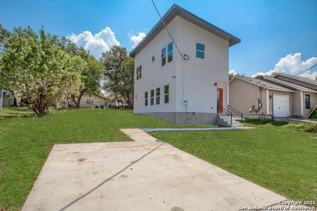 1234 Lakeview Dr - Photo 1