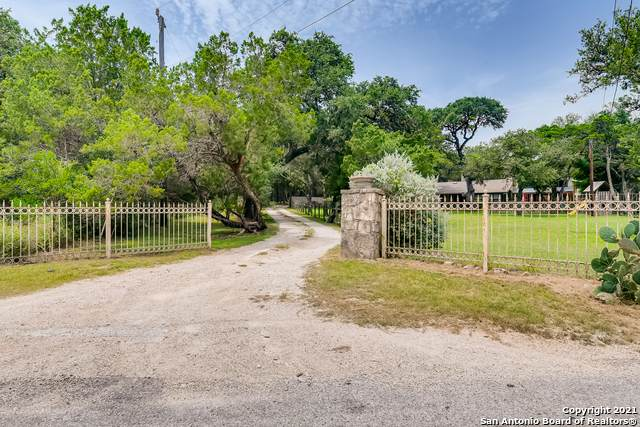 20585 Bat Cave Rd, San Antonio, TX 78266 (MLS #1549719) :: Phyllis Browning Company
