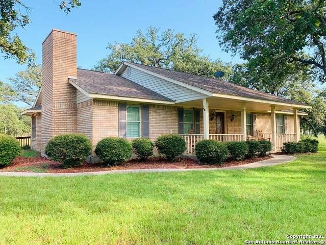 1943 Bentwood Dr, Floresville, TX 78114 (MLS #1550129) :: Carolina Garcia Real Estate Group