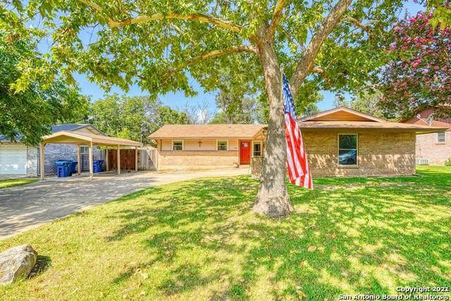 901 Lake Dr, Kerrville, TX 78028 (MLS #1550221) :: The Lopez Group