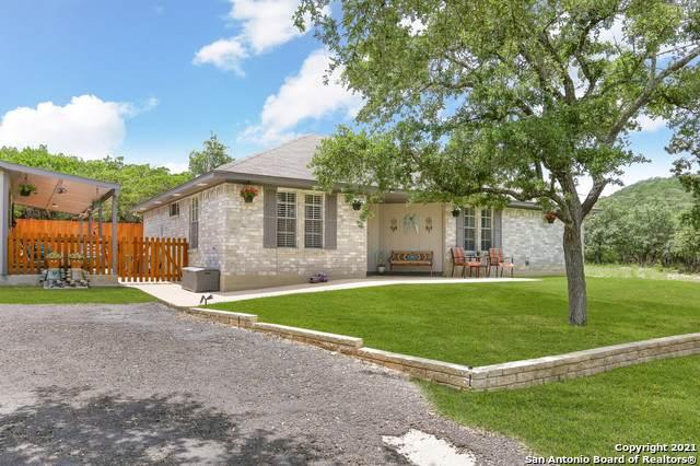 699 Lakewood Dr, Lakehills, TX 78063 (MLS #1550279) :: Carolina Garcia Real Estate Group