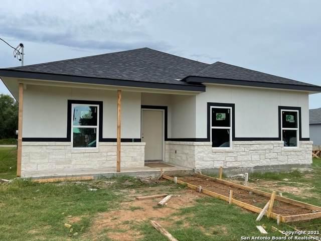 764 Crestview, Floresville, TX 78114 (MLS #1550286) :: Carolina Garcia Real Estate Group