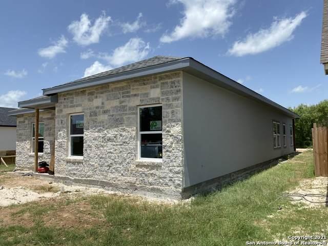 756 Crestview, Floresville, TX 78114 (MLS #1550294) :: Carolina Garcia Real Estate Group