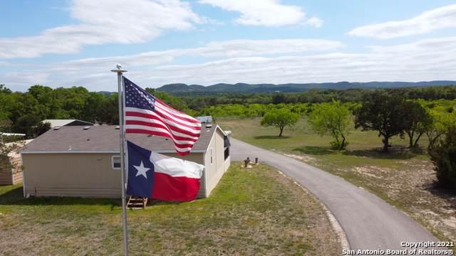 555 Old Medina Hwy, Bandera, TX 78003 (MLS #1550565) :: The Real Estate Jesus Team