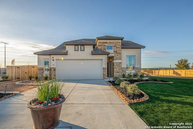 1013 Sixtree Dr, New Braunfels, TX 78130 (MLS #1550816) :: Beth Ann Falcon Real Estate