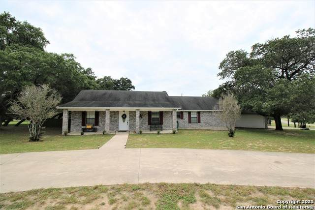 1203 Eagle Creek Dr, Floresville, TX 78114 (MLS #1550925) :: The Glover Homes & Land Group